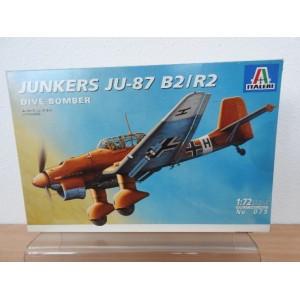 ITALERI 079-JUNKERS JU-87 B2/R2 VLIEGTUIG
